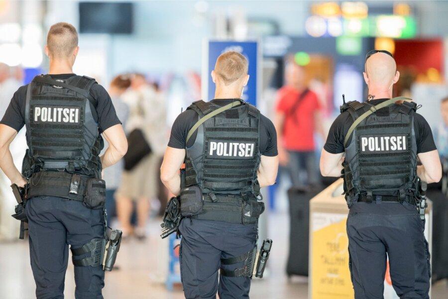 Аэропорт Таллина эвакуировали после сообщения обомбе