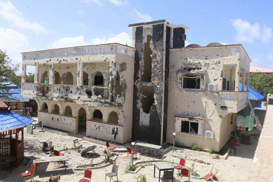 В Сомали в результате нападения на отель погибли 26 человек. Там часто останавливались политики