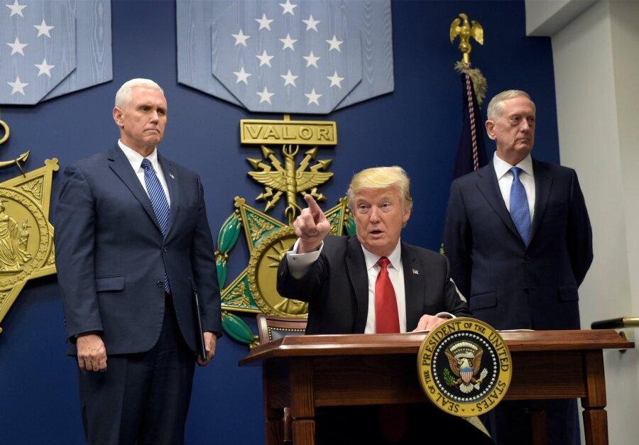 Трамп остановил программу поприему беженцев на120 дней