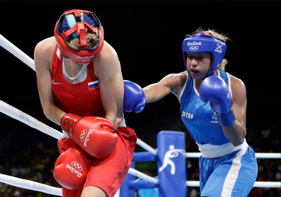 российскую боксершу увезли с ринга фото что исполнительница