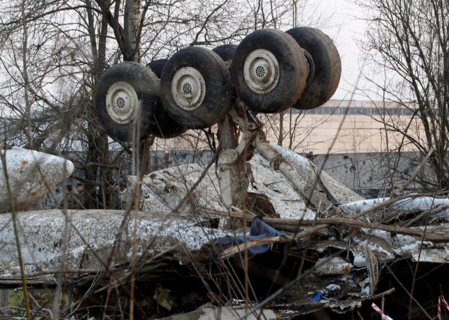 Самолет президента Качиньского начал распадаться ввоздухе— Смоленская трагедия