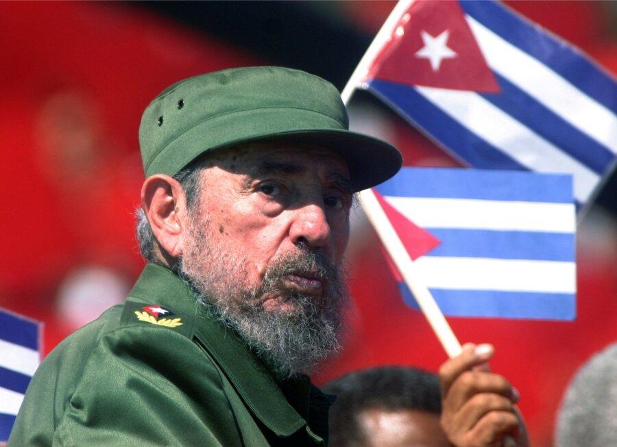 Прах Фиделя Кастро выставили для прощания наПлощади революции