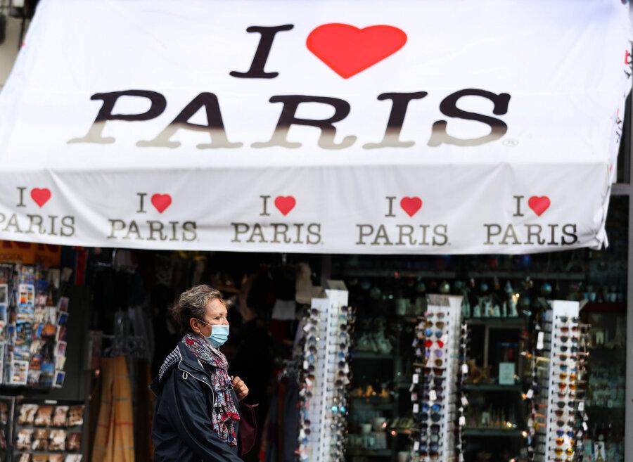 Власти Франции вводят вряде регионов комендантский час из-за коронавируса