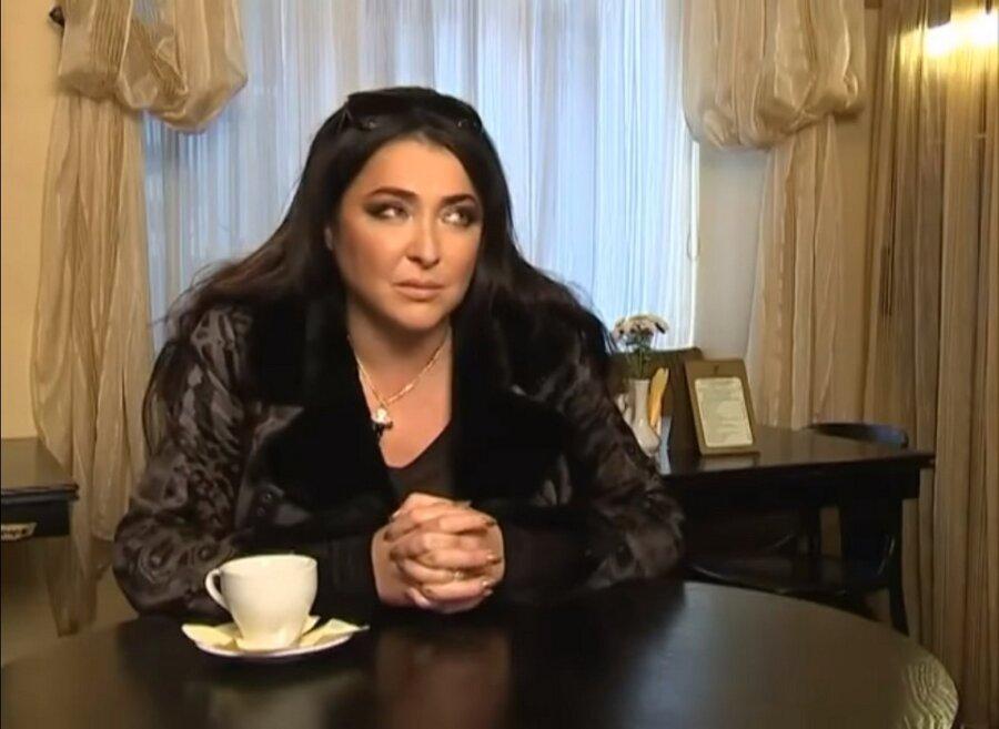 Лолита Милявская показала фигуру вкупальнике