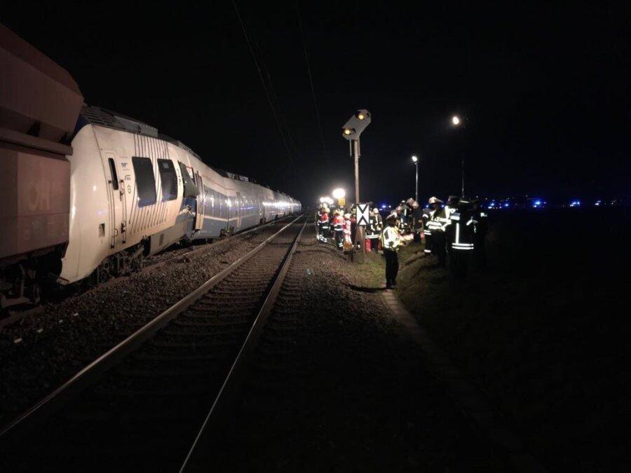 Два поезда столкнулись вГермании, минимум 50 раненых