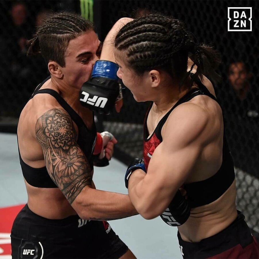 Китаянка отправила внокаут чемпионку UFC напервойже минуте