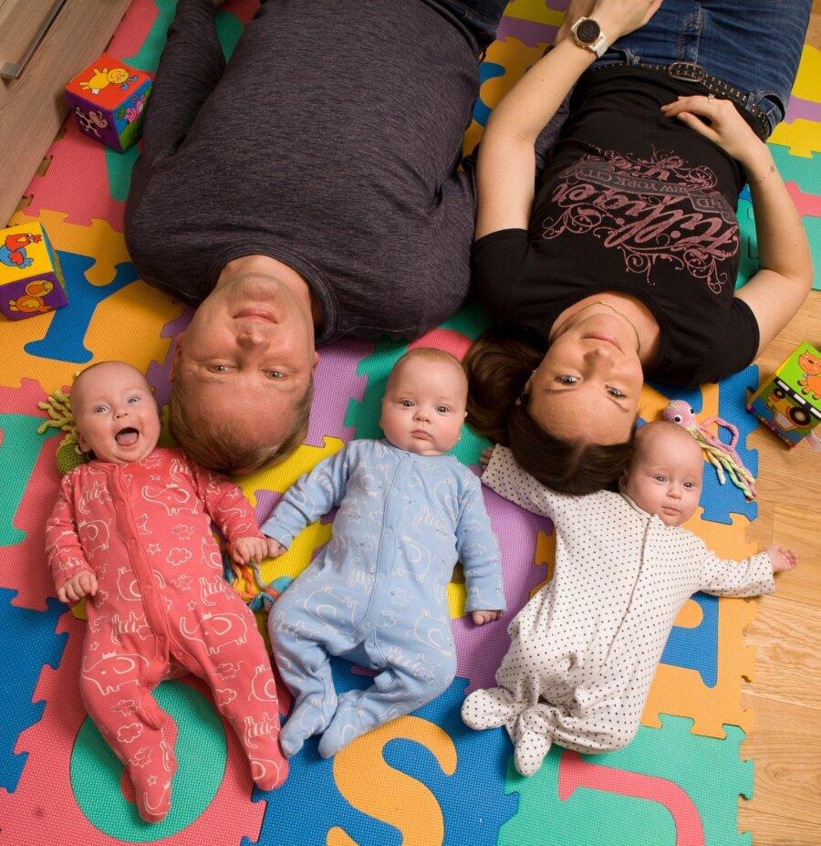 76bc0f01da3 Pere ja Kodu eriajakirjas BEEBI | Kolm kuud enneaegsetena sündinud  kolmikute vanemad: see on kolmekordne