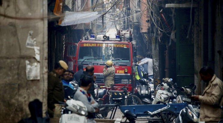 India metropolis süttis neljakorruseline tehas: hukkus pea 50 inimest