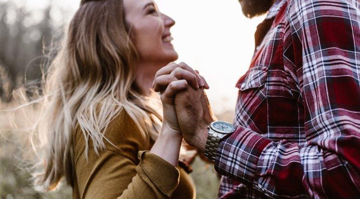 Kohtinguideed pimedateks õhtuteks, mil sügismasendus hakkab teie suhte üle võimust võtma