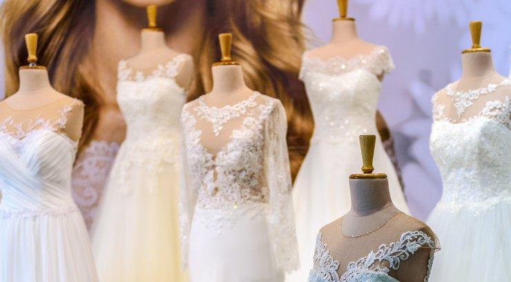 bbbd69a36db Audrey Moore otsustas astuda absoluutselt kõikidele traditsioonidele ja  reeglitele vastu ning palus sõbrannadel tema peole selga panna pulmakleidid.
