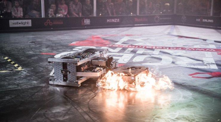 FOTOD | Tartus võtsid mõõtu iseehitatud lahingurobotid