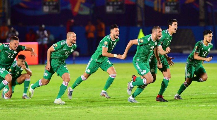 Alžeeria kukutas Elevandiluuranniku Rahvuste karikal penaltiseerias