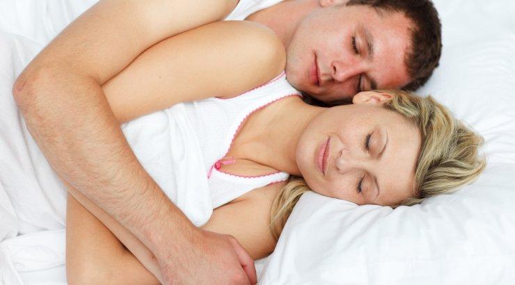 К чему во сне обниматься с беременной 6