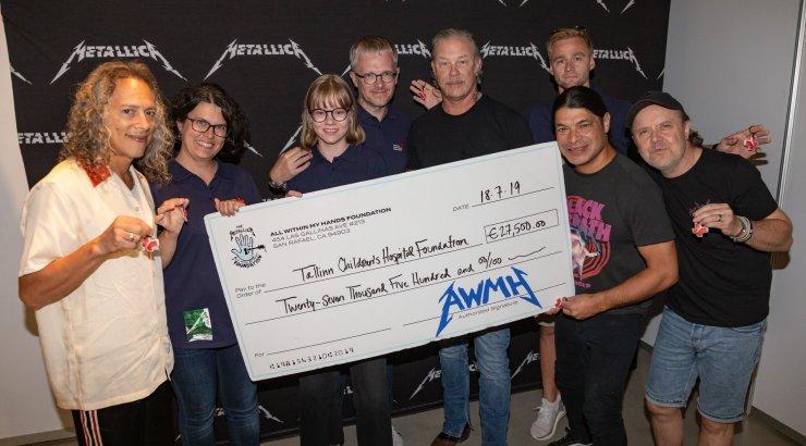 FOTOD | Hevimehed, aga hella südamega! Metallica annetas kontserditulust kenakese summa lastehaiglale ja vähihaigetele lastele