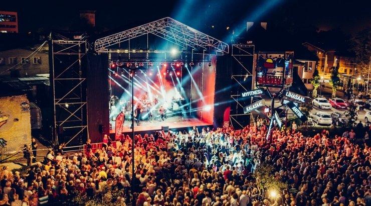 e33e21a3bac FOTOD | Öös on asju: Balti jaama ööturgu külastas üle 40 000 inimese, õhtu  kulmineerus Jüri Pootsmani kontserdiga - Kroonika
