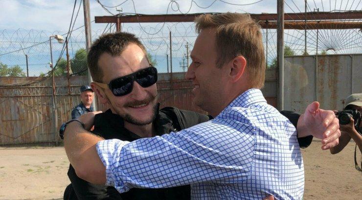 """Навального в Москве встречают, как """"самолеты из Германии в 1941-м"""": с ОМОНом"""