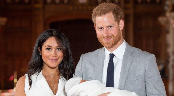 KLÕPS | Meghan Markle käis kuninganna sünnipäeval esimest korda taas rahva ees