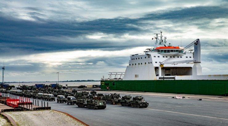 VIDEO JA FOTOD | Õppusel osaleva Ühendkuningriigi rasketehnika liigub Eesti suunas