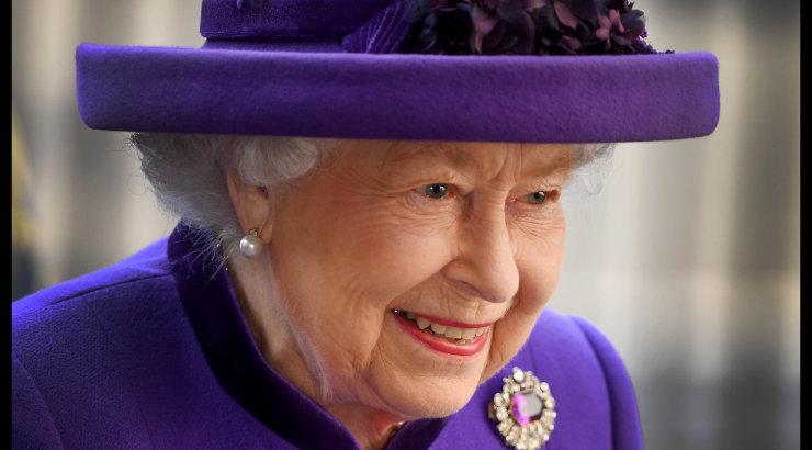 """Tegelik põhjus, miks kuninganna Elizabeth II allkirjas oma nimele """"R"""" lisab"""