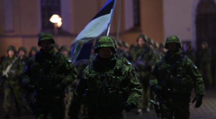 VIDEO ja FOTOD | Sõdurid teevad homse paraadi tarbeks proovi