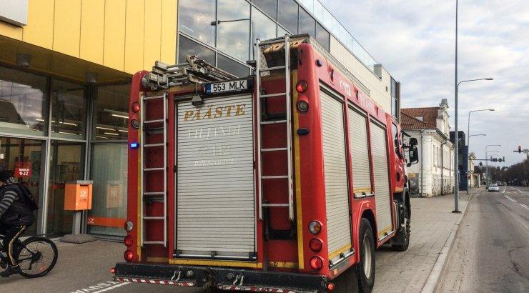791c61590d9 DELFI FOTOD: Päästjad reageerisid Viljandi kaubanduskeskuses tööle läinud  tulekahju häiresignaalile - DELFI