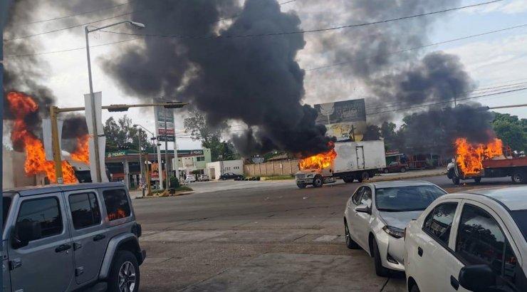 FOTOD JA VIDEO   Mehhikos puhkes narkoparun El Chapo poja tabamise järel verine lahing