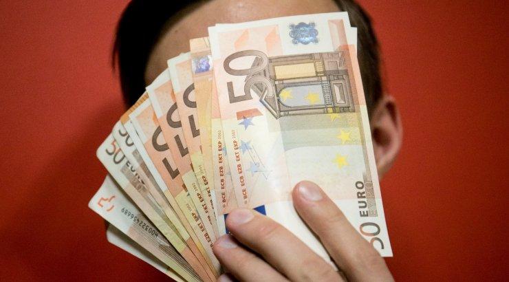 Латвийская госкомпания на зарплаты руководства потратила 2,5 миллиона(6)