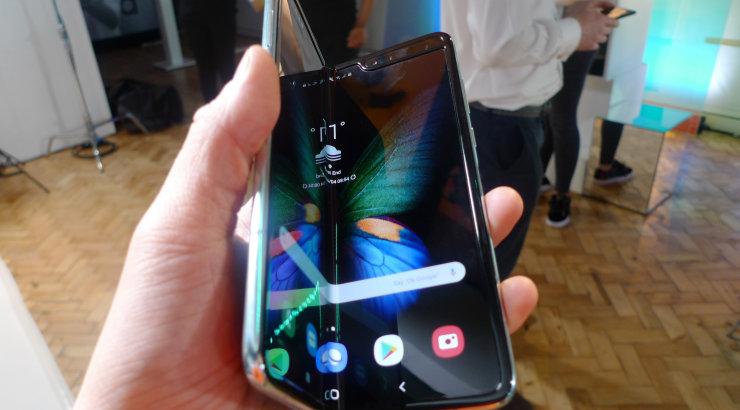 Voldi või puruks! Samsungi voldiktelefonid kipuvad ajakirjanike käes purunema