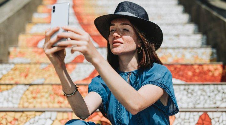 Ilueksperdid hoiatavad: selfitamine võib mõjuda su nahale sama halvasti nagu suitsetamine ja päikese käes peesitamine