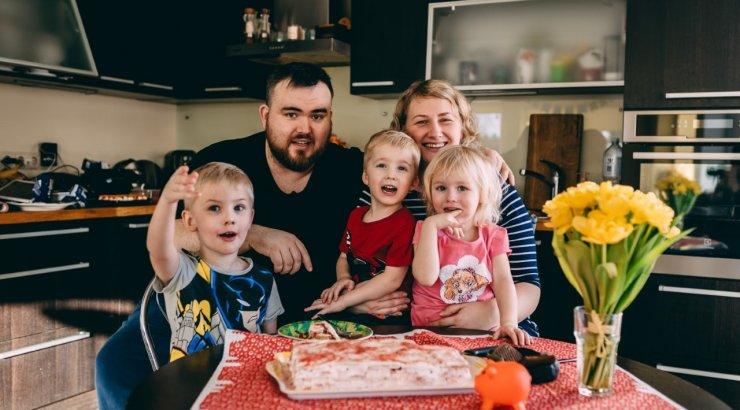 PERSOONILUGU | Kolme lapse isa Henry Jakobson isadusest, kaalutõusust ja suhte hoidmisest: kui räägime isiklikust elust, siis see tuli täielikult ära unustada