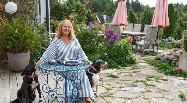 FOTOD | Laudast sai ateljee, ent enne maalimist peab supp keema | Epp Maria Kokamägi tutvustab boheemlasliku Sepamaa talu ilu
