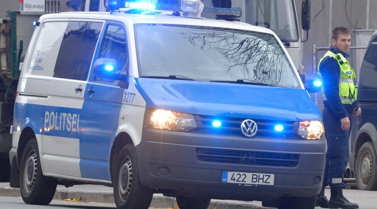 Tallinnas Telliskivi tänaval tulistati kahte taksojuhti: üks mees suri, teine on üliraskes seisundis; käimas on politseioperatsioon tulistaja tabamiseks