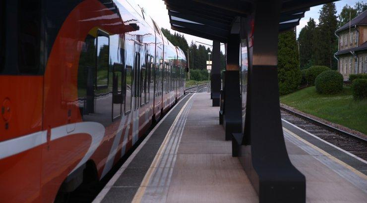 Valitsus otsustas: hiljemalt 2028. aastaks sõidavad kõik reisirongid elektri jõul