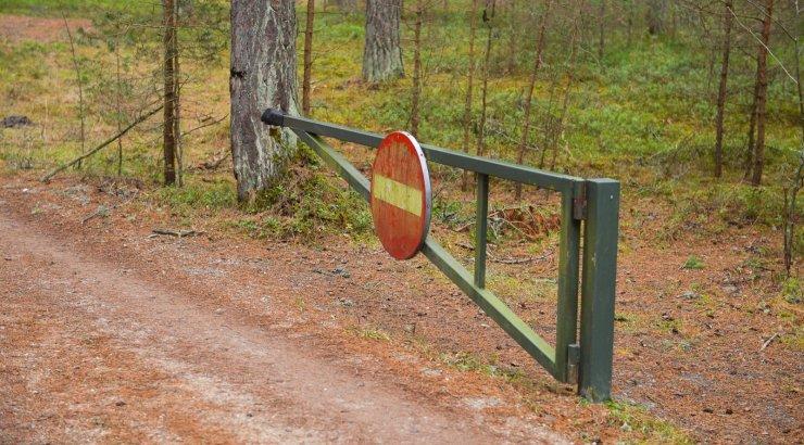 JURIST VASTAB | Kuidas vormistada väljapääs avalikule teele läbi naabri maa?