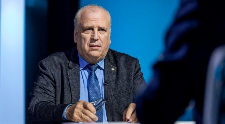 Mart Järviku sõnul kuulati teda ministeeriumis pealt, lutika avastas ta Henn Põlluaasa antud aparaadiga
