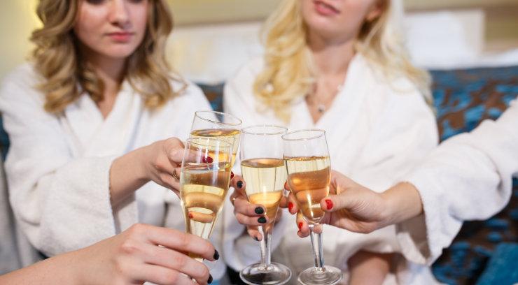 Naine kurdab: tüdrukuteõhtu korraldamine ajas meid naistega totaalselt tülli ja nüüd on küll veidi imelik pulma minna