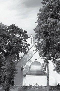 DELFI - Tänu lahkete annetajate toetusele on praeguseks peatatud Väike-Maarja kiriku edasine lagunemine, mille põhjustas 8. augustil Väike-Maarjat räsinud torm.