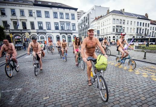 Обнаженный женский велопробег