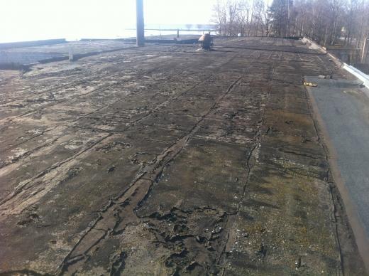 Paljusid lamekatuseid vaevab liigne niiskus ja külmasillad