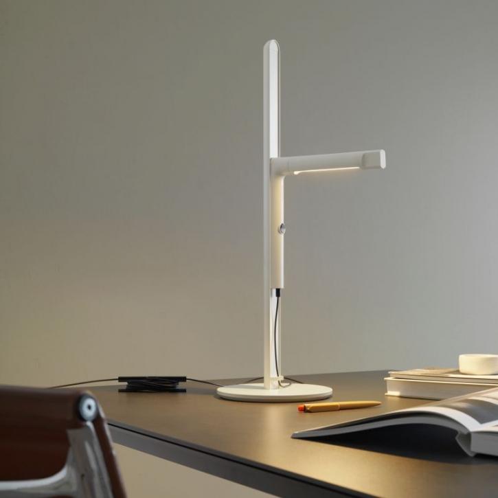 91c553008b4 Lihtsalt käsitletaval valgustil on USB pesa, dimmerdatav lüliti ja ka väike  süvis asjade hoidmiseks. Saadaval on kolme tooni: roosa, ...