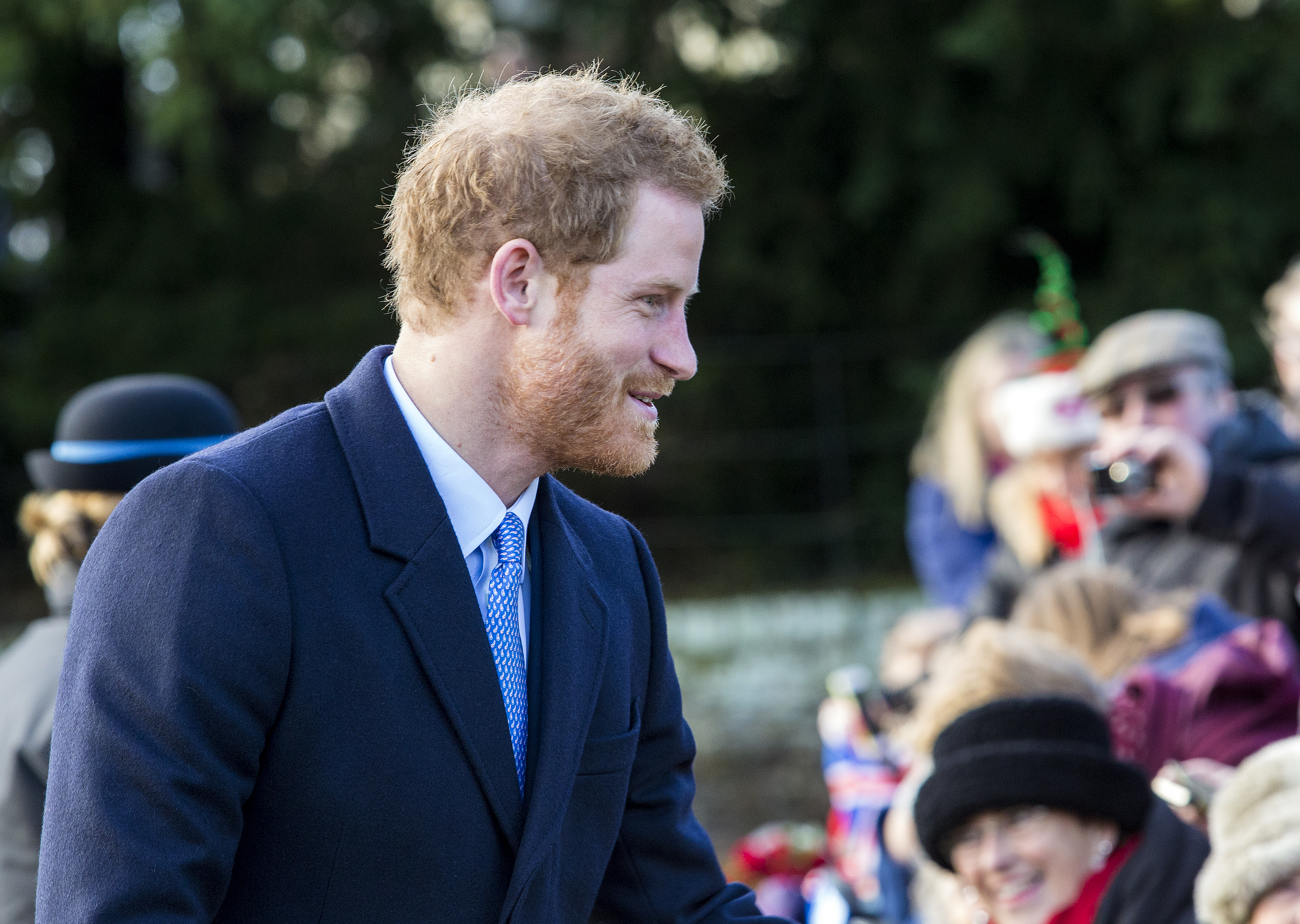 Tõeline härrasmees - prints Harry tervitas mitmeid tunde kuninglikku üritust oma silmaga nägema kogunenud rahvast ja soovis neile häid pühi