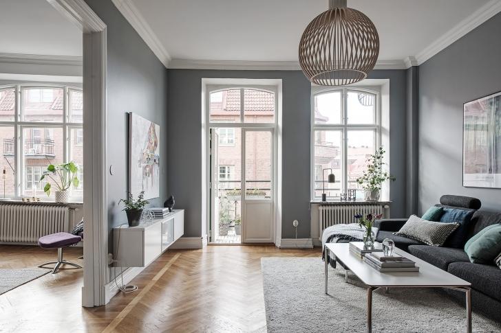 T iuslikuks kujundatud kodus kohtuvad skandinaavialik for Suelos laminados en espiga