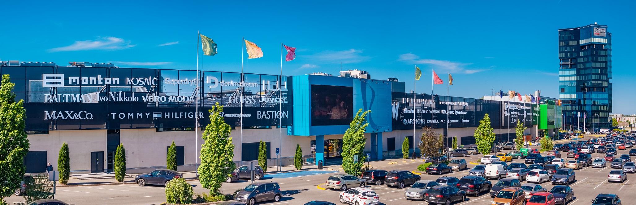 6f238b9acff 2018. aasta suveks oli Rocca Al Mare keskus esimene suur kaubanduskeskus,  kes joonis oma parkimisalal parkimiskohad 2,7 m laiuseks.