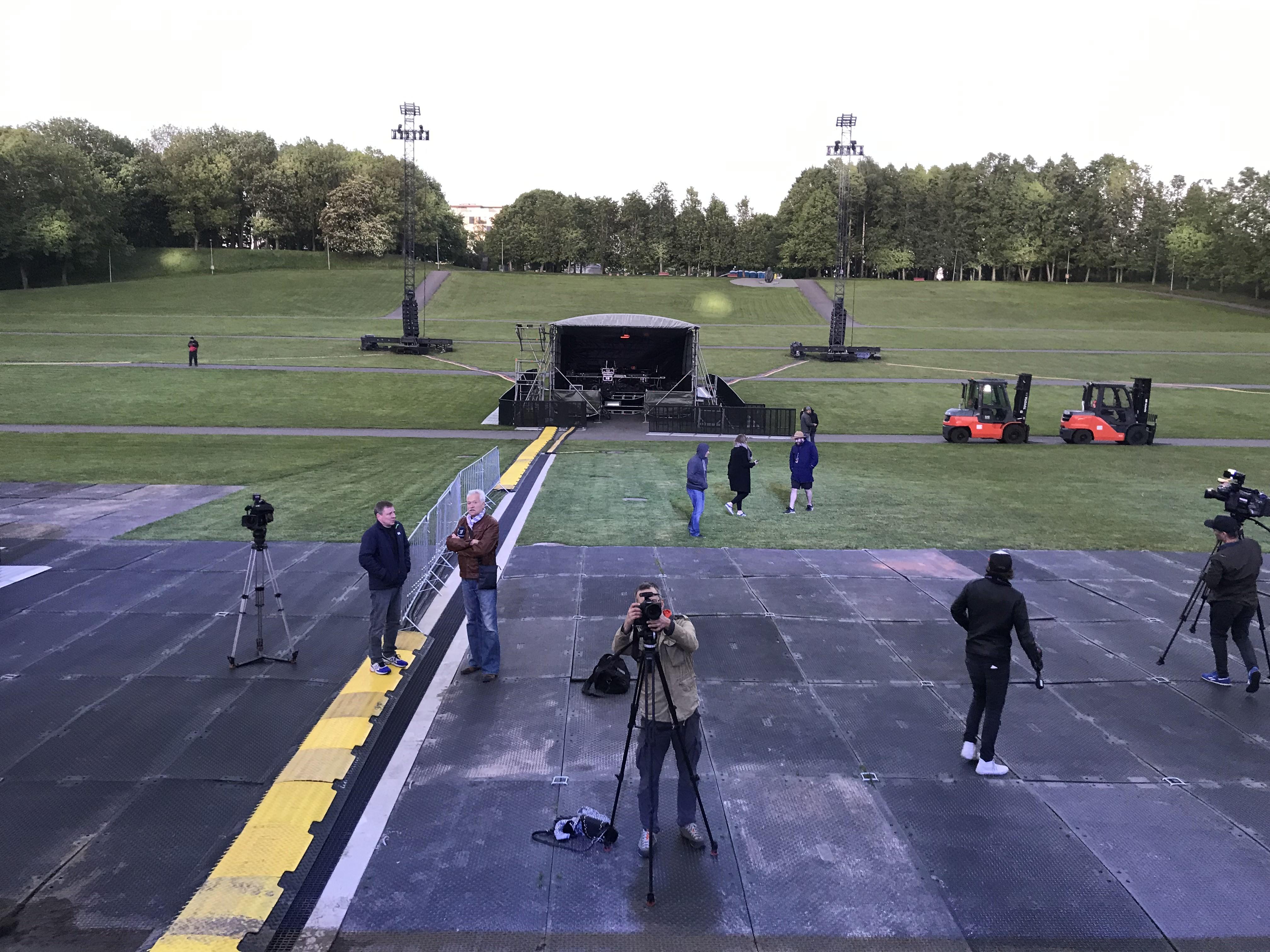 b278798ed16 Kõledal kolmapäevaõhtul ei olnud vaade veel 40 000-pealisele publikule, ent  andis kenasti aimdust, mida hakkab bänd lava kõige fännidepoolsemast osast  ...