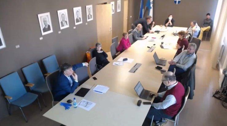 Elektroonilisena planeeritud volikogu koosolekust kujunes kaitsemaskideta füüsiline istung