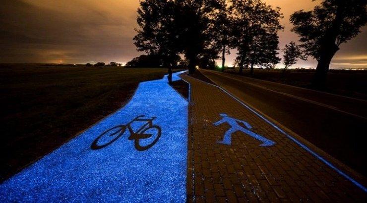 Poolakad rajasid pimedas helendava jalgrattatee