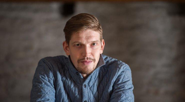 Henrik Kalmet nuriseb Kroonika intervjuu pealkirja üle. Aita valida parem!
