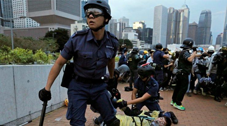 Hiina viis väed Hongkongi piiri lähedale, protestid ei lõppe