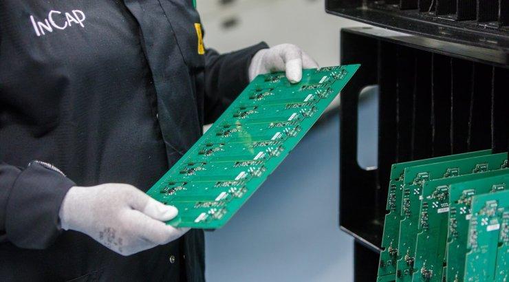 Kuressaare elektroonikatööstus kasvatas jõudsalt käivet ja on tuleviku osa enesekindel