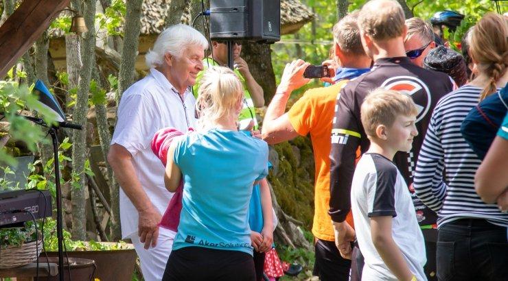 FOTOD | Ivo Linna andis oma kodukandis ligi 2000 rattaretkelisele uhke kontserdi